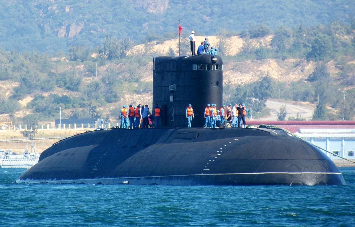 Black Hole Submarine