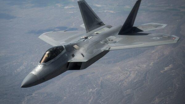 F-22 vs. Eurofighter
