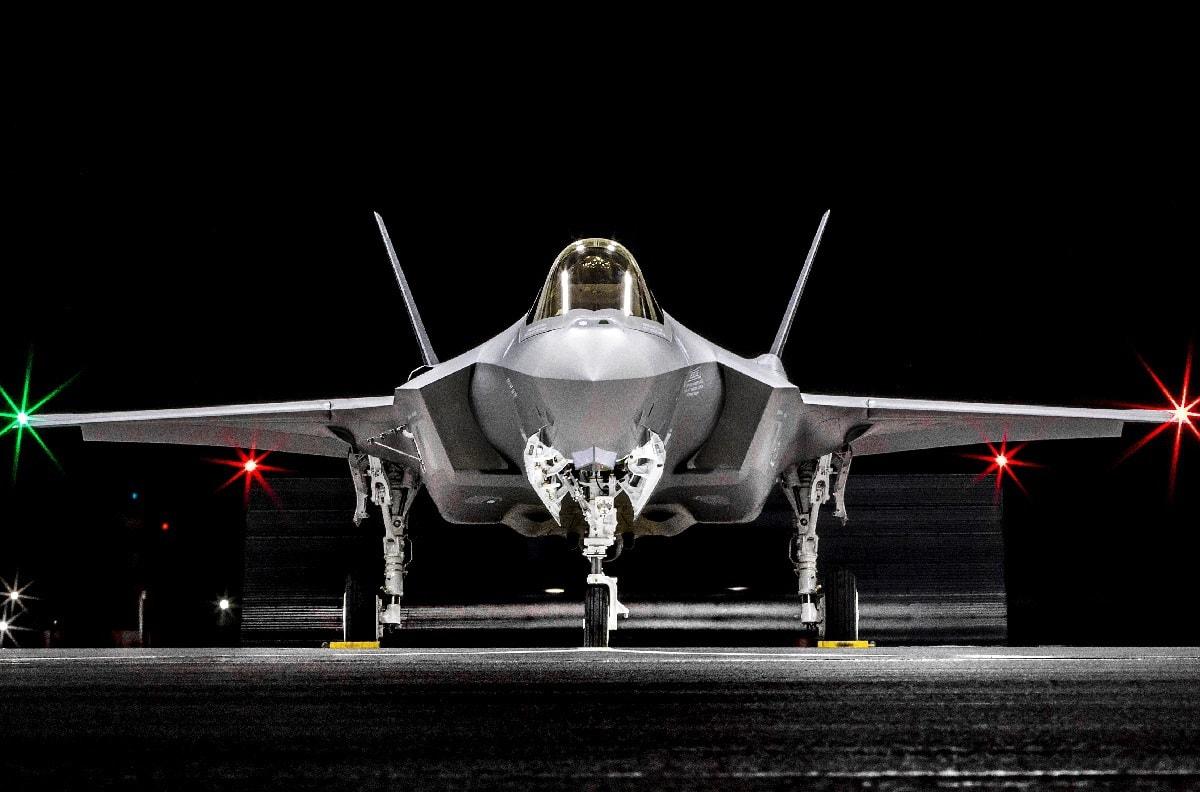 F-22 vs. F-35